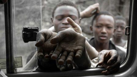 starving-children-waiting-227319_1920