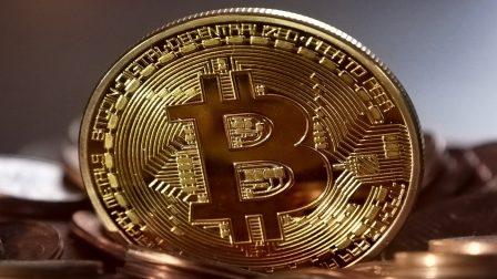 a bitcoin alapítója)
