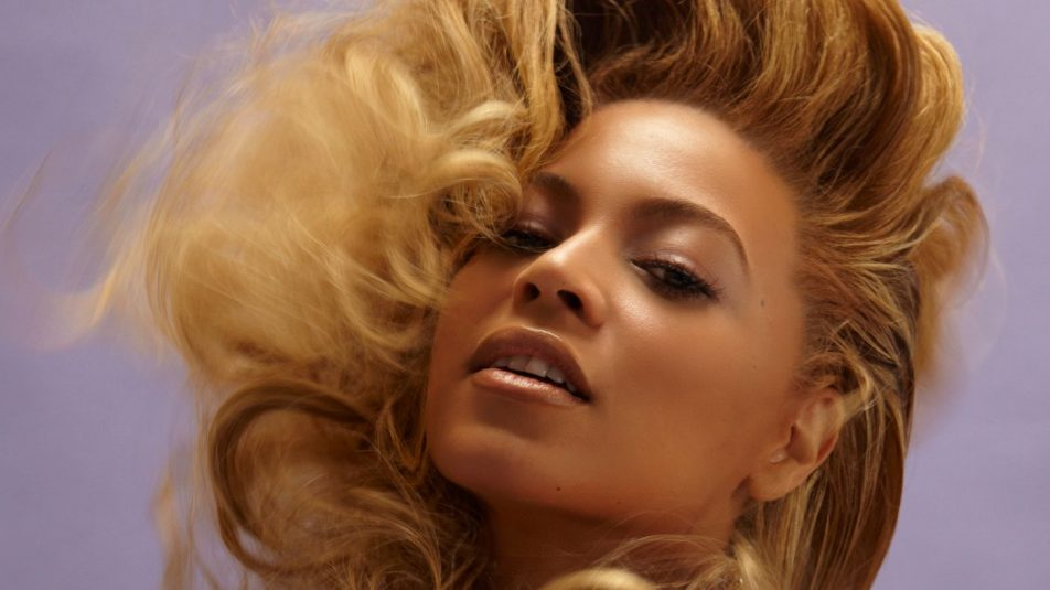 Beyonce_Knowles_with_necklaces-1