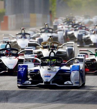 Benzingőz és amperszag: az autó- és motorsport jövője