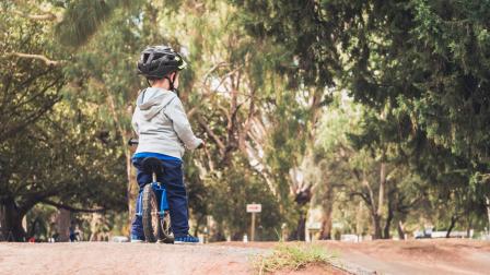 kisfiú bicikli