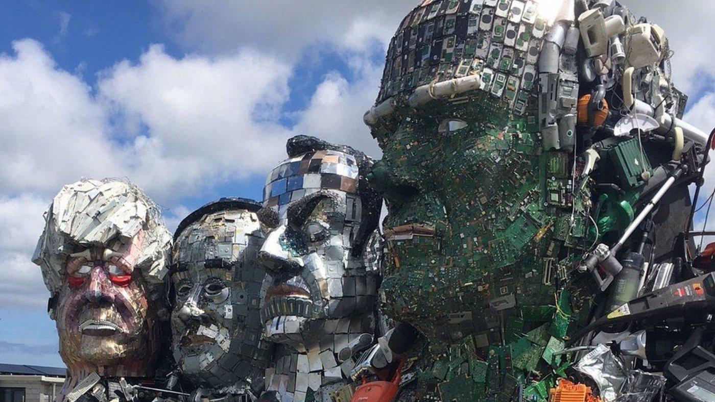 Elektronikai hulladékból figyelemfelhívó műalkotás