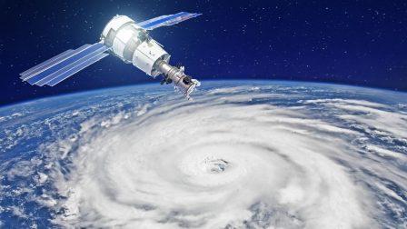 műhold és hurrikán(1)