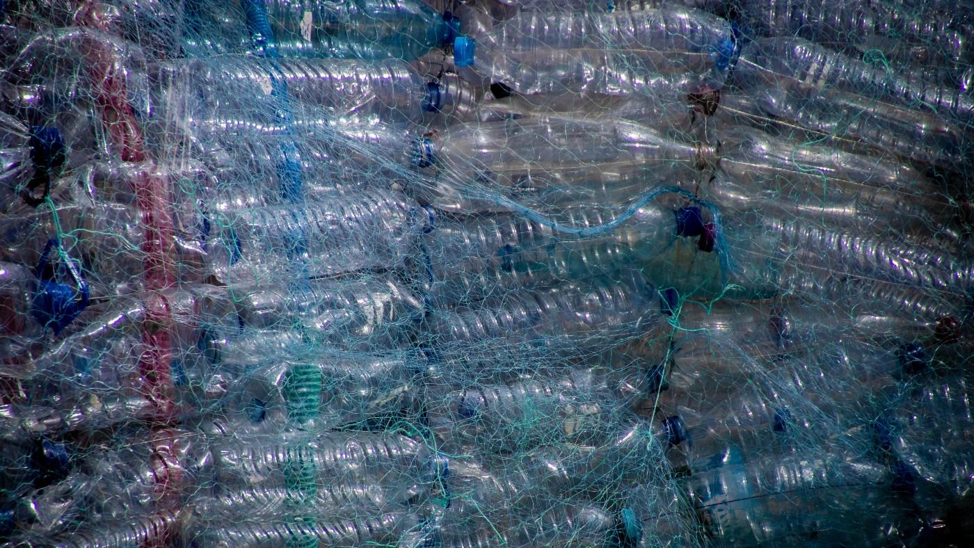 Sokkoló animációs szatíra mutatja meg, hogy borít be bennünket a műanyag