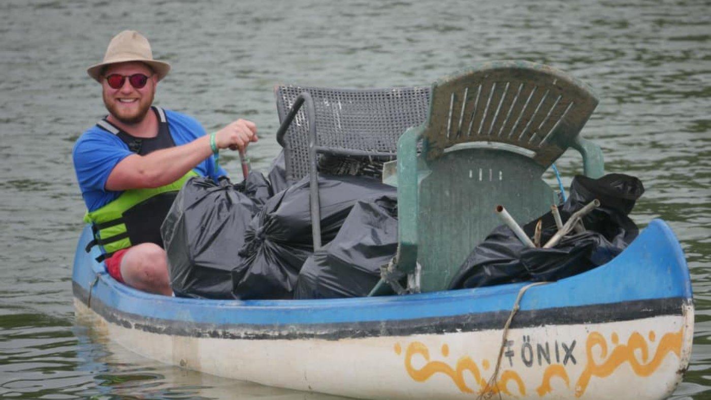 Több mint 5 tonna hulladékot halásztak ki a Tisza-tóból