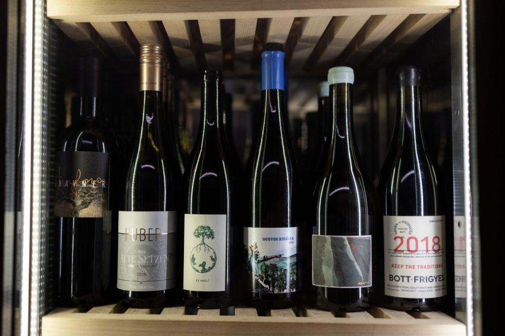 Organikus, biodinamikus és natúr borok a SALT Budapest borhűtőjében