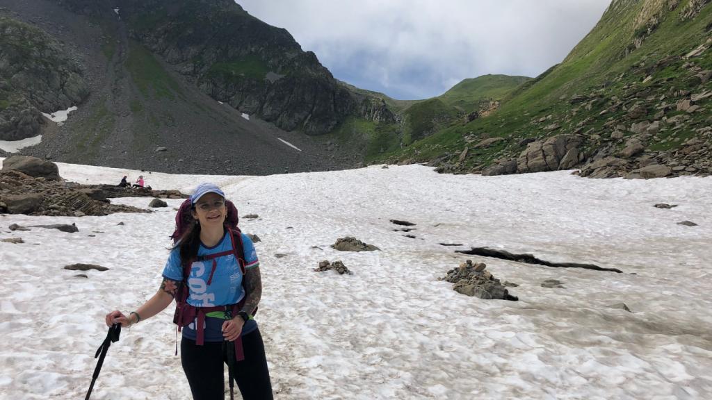 nő túrázás hó magashegység