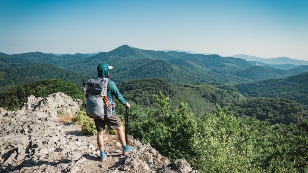 nyári túrázás férfi hegység