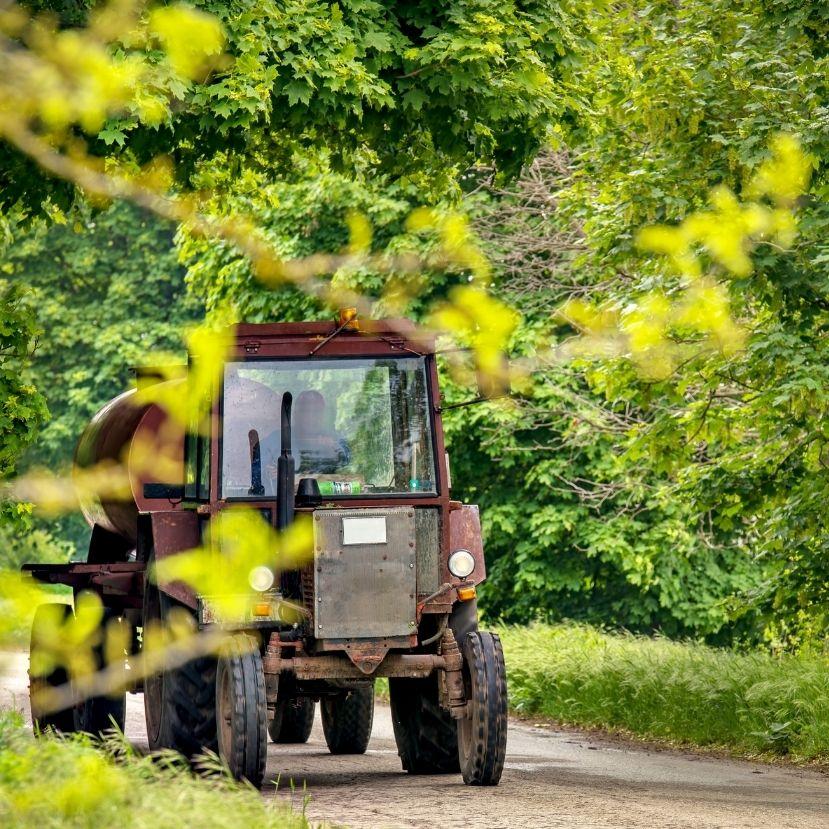 Zajlik az aratás, figyeljünk oda az utakon!