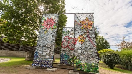 budapest bank trash art b1