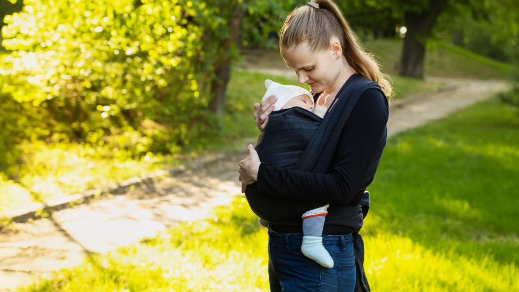 nő baba hordozó