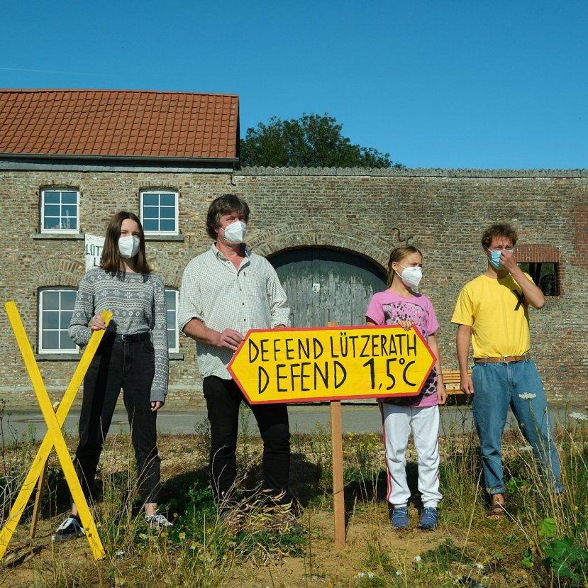 A gépekhez láncolták magukat a klímaaktivisták egy német lignitbányánál